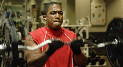 Curl de bíceps con barra Z: técnica y alternativas